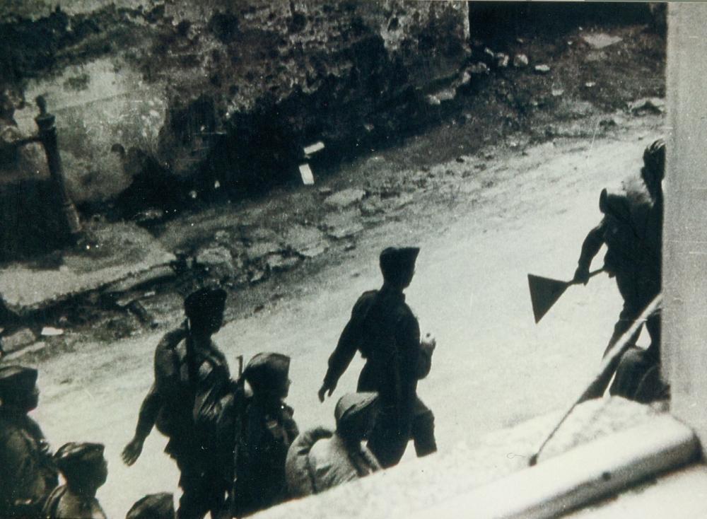 Nach der Übergabe des Mühlviertels an die sowjetische Verwaltung wurden die vorbeimarschierenden Soldaten hier aus einem Fenster heimlich aufgenommen.