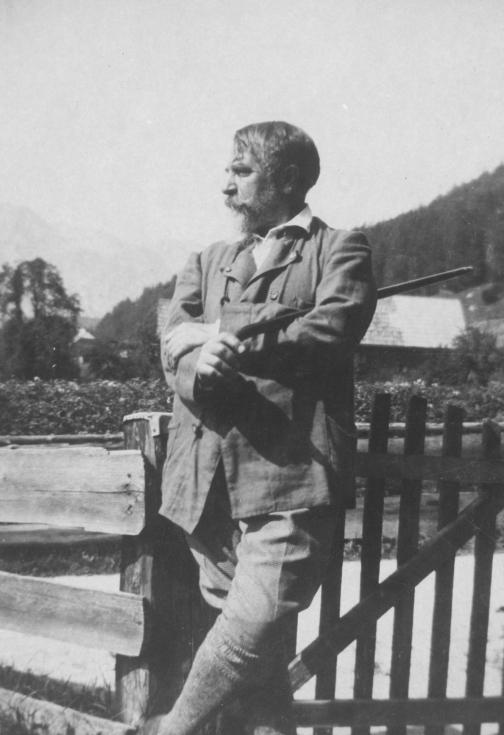 Der Schriftsteller Arthur Schnitzler im Juli 1921 auf Sommerfrische in Altaussee, Steiermark.